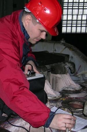 процесс измерения механических напряжений прибором StressVision